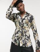 ASOS DESIGN - Kimono-overhemd met overslag, riem en bloemenprint in go...